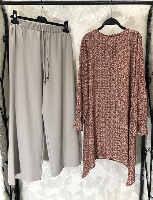 Komplet ( pantallona bezhe e zbehte dhe  tuniku kafe me lule)