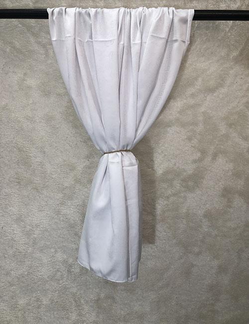 Shami pambuku i bardhe me dizajn ne vetvete
