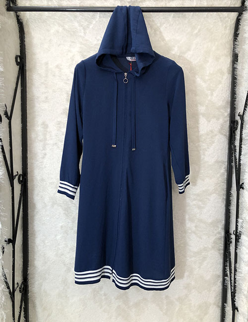 Tunik sportiv  krem ne ngjyre blu