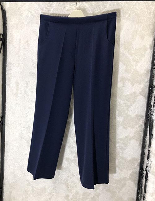 Pantallona ne ngjyre blu me prerje klasike